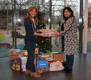 MOC 't Kabouterhuis ontvangt speelgoed van Indeed