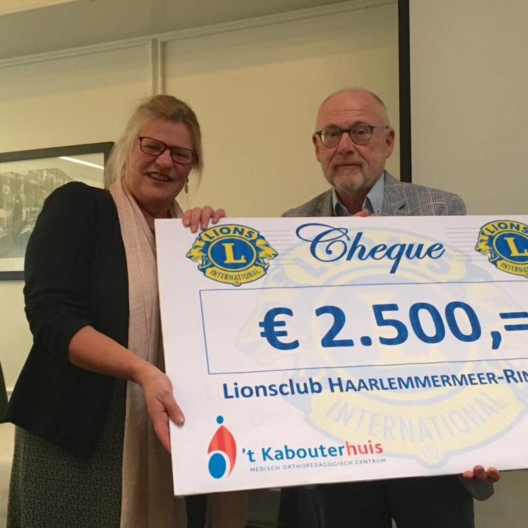 Donatie Lions Club aan MOC 't Kabouterhuis