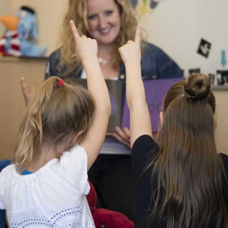 Unieke webinar voor zorgprofessionals: Sensitief werken met kinderen in de klas en op de BSO